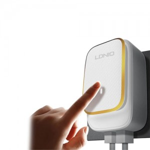 LDNIO A2205 LED Touch Lamp with 2 USB ports Charger
