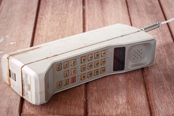 موتورولا، مخترع اولین تلفن همراه, تلفن همراه؟ بله، آنها را هم موتورولا اختراع کرده است, موتورولا مخترع اولین تلفن همراه می باشد