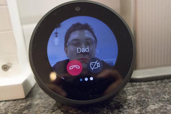 اسپیکر با قابلیت تماس تصویری