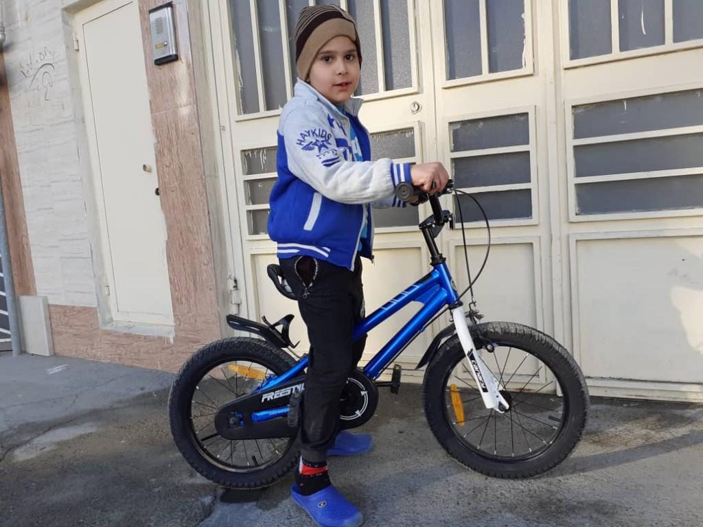علی 5 ساله و دوچرخه قناری فری استایل سایز۱۶ از کرمانشاه