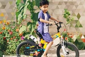 سید علی علوی ۷ ساله و دوچرخه قناری اش از بوشهر