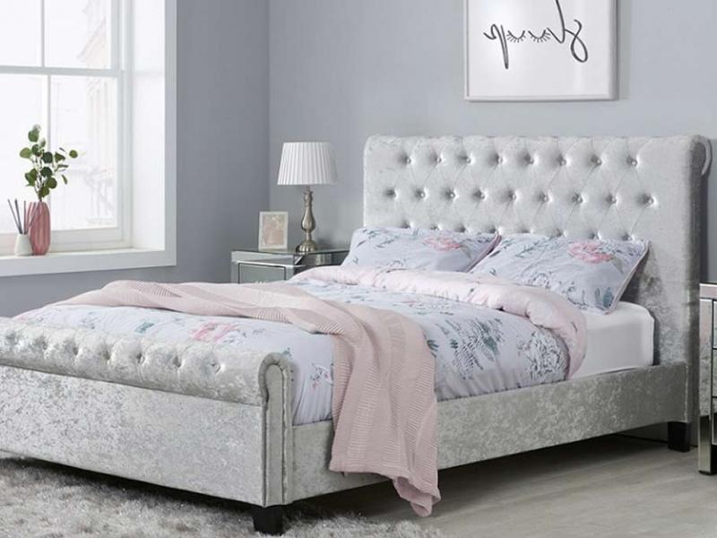 انواع چیدمان تخت خواب دو نفره در اتاق کوچک