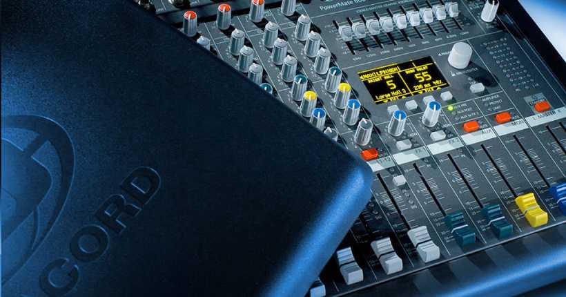 پاور میکسر دایناکورد 600 جهز به پنلهای تنظیماتی متفاوت