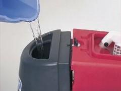 پر کردن آب در مخزن آب تمیز