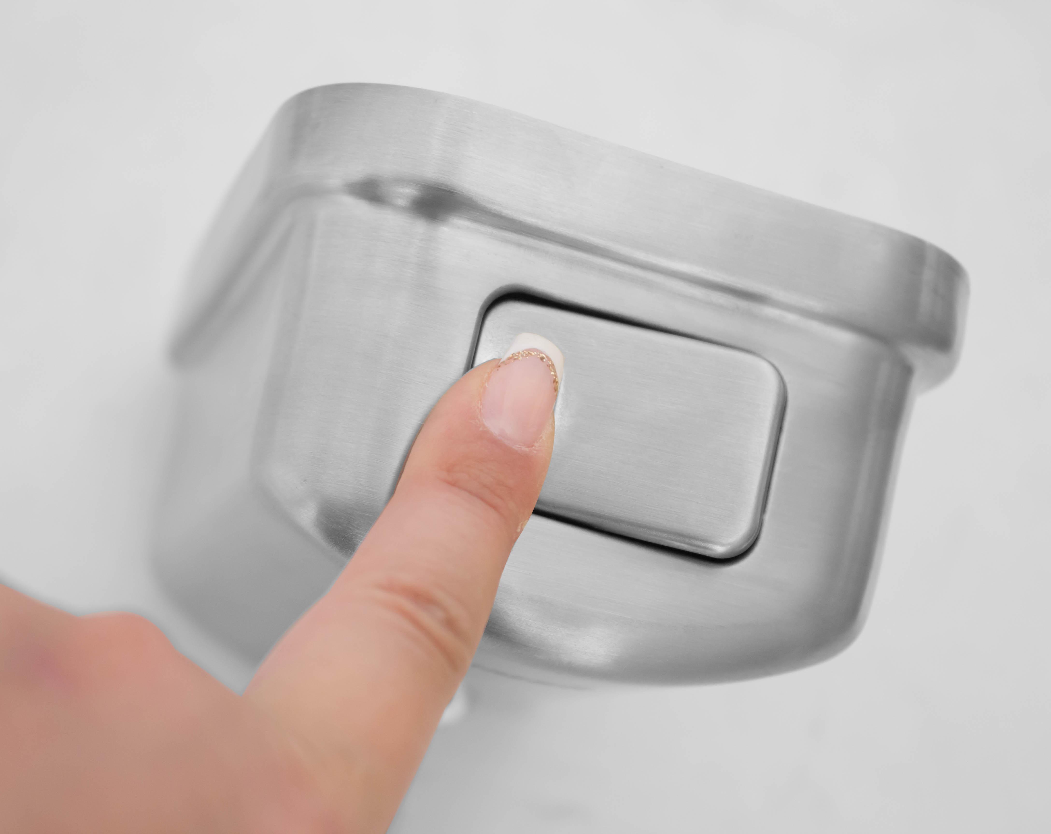 باز کردن درب مخزن مایع استیل