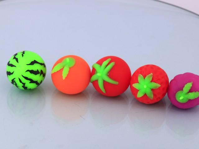 میوه های کوچک خامه ای