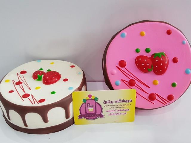 کیک شکلاتی توت فرنگی بزرگ