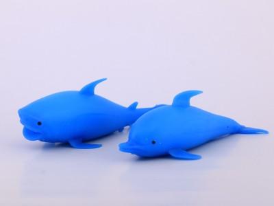 نهنگ و دلفین خامه ای بزرگ