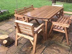 میز و صندلی چوبی فضای باز