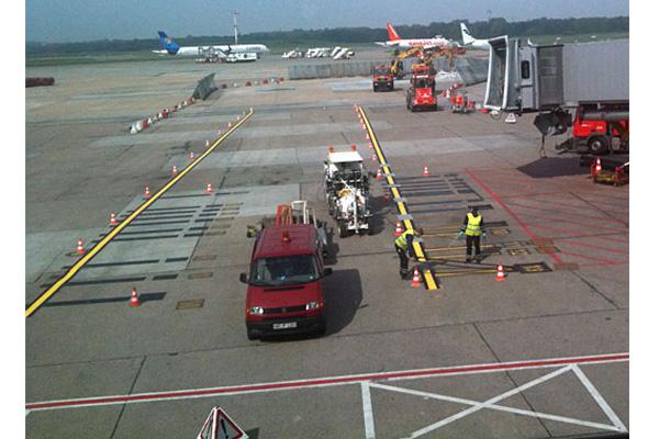 فروشگاه اینترنتی بازار ترافیک-بررسی و خرید ماشین خط کشی باند فرودگاه