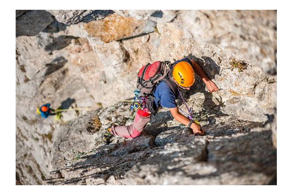 بررسی ، قیمت و خرید کلاه صخره نوردی و کوهنوردی پتزل