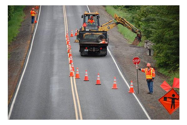بررسی و خرید مخروط ترافیکی کف لاستیکی 65 سانتیمتری-فروشگاه اینترنتی بازار ترافیک