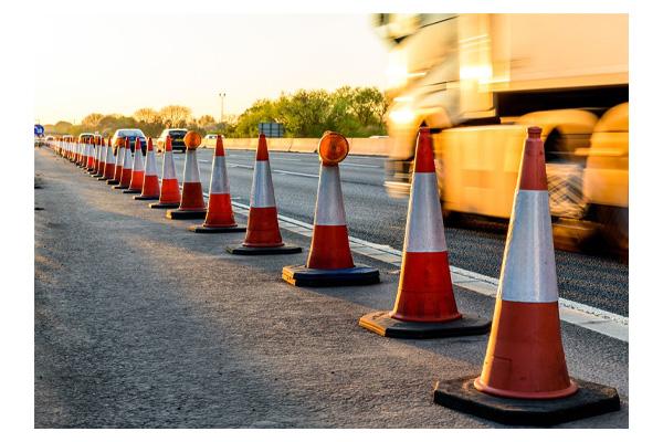 بررسی و خرید مخروط ترافیکی کف لاستیکی 75 سانتی-فروشگاه اینترنتی بازار ترافیک