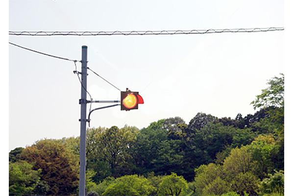 فروشگاه اینترنتی بازارترافیک - بررسی و خرید چراغ راهنمایی رانندگی چشمک زن لامپی تک خانه
