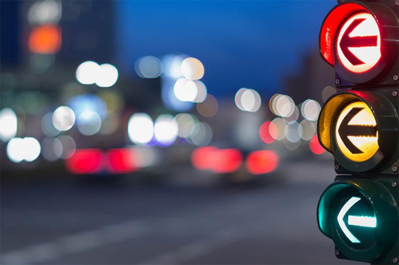 فروشگاه اینترنتی بازارترافیک - بررسی و خرید چراغ راهنمایی رانندگی سه خانه جهت نما