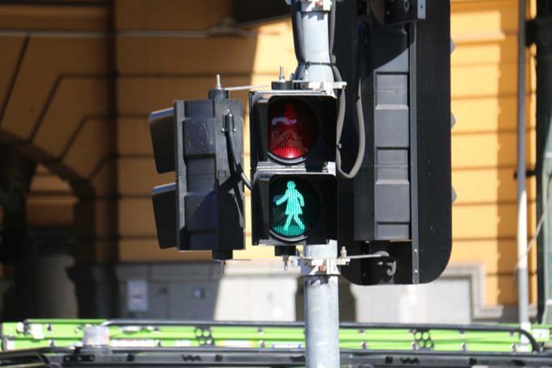 فروشگاه اینترنتی بازار ترافیک-نقد و بررسی و خرید چراغ راهنمای عابر پیاده متحرک مربعی