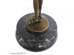 مجسمه زن بالرین (۲)