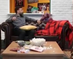 ویدئو :   مزاحمت رامبد برای فوتبال دیدن جناب خان و انصاریان