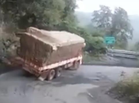 ویدئو :   بدترین و خطرناکترین اشتباهات کامیونی