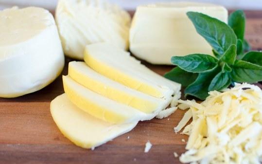 روش صحیح مصرف پنیر پیتزا