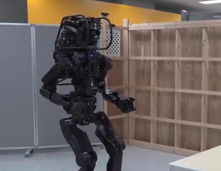 ویدئو :   ربات ژاپنی نصاب دیوار کاذب