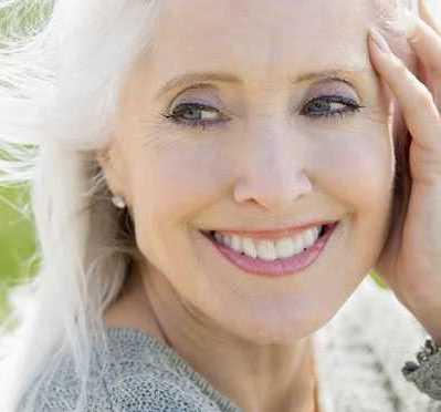 آرایش افراد مسن و نحوه صحیح میکاپ آنها