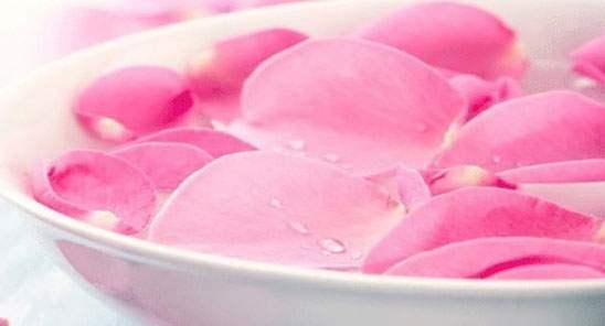 خواص مهم گلاب برای داشتن صورتی زیبا
