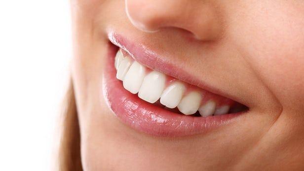 درمان پیوره دندان: ۱۰ درمان خانگی پیوره لثه و دندان