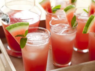 روشی جالب برای گرفتن آب هندوانه......