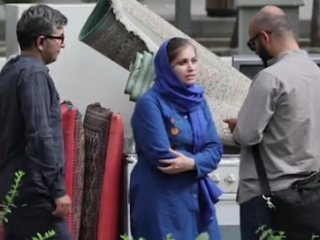 ویدئو :   دوربین مخفی: خانواده ای که اثاث شون رو ریختن تو خیابون!
