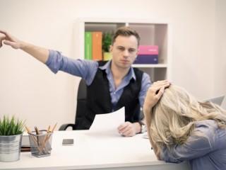 کارمندی که همکارانش را می رنجاند را چگونه کنترل کنیم؟