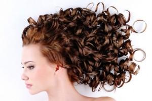 نرم کننده موی فر: ۱۷ بهترین نرم کننده و حالت دهنده طبیعی مو