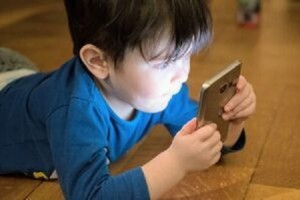 کودکان را از تلفن همراه دور کنیم
