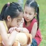 چگونه به بچهها آموزش دهیم مهربان و محکم باشند؟