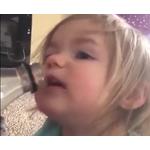 ویدئو :  واکنش خنده دار کودکان به نوشیدنی گازدار