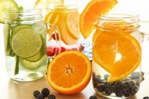 ۱۳ نوشیدنی برای سم زدایی پوست و پاکسازی منافذ پوست صورت