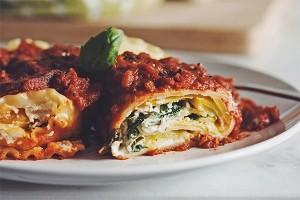 طرز تهیه لازانیا سبزیجات با سس ریکوتا بادام بسیار سالم و خوشمزه