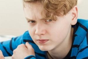 ۸ شیوه برای کمک به درمان عصبانیت و پرخاشگری نوجوانان