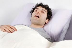 ۸ درمان خانگی برای خروپف