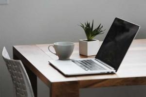 خطرناکترین اثرات قرار دادن لپ تاپ روی پاها