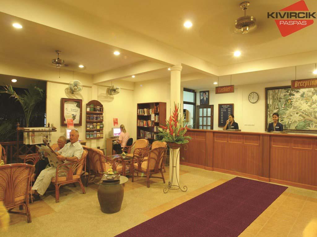 پادری اسفنجی ترکیه ای در لابی هتل ها