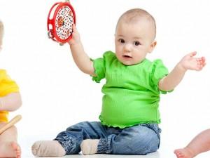 روش بازی با نوزاد سه تا شش ماهگی