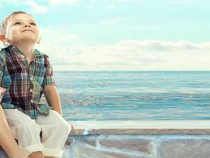 چگونه کودک در می یابد که او فردی ارزشمند  و دوست داشتنی است؟
