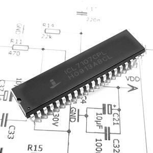 IC ICL7107