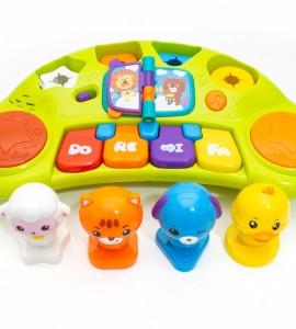 بررسی اسباب بازی نوزاد موزیکال
