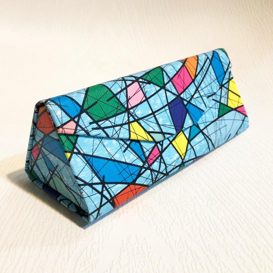 قاب عینک مثلثی تاشو، طرح کوبیسم مدل Blu