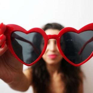 عینک مدل Love-Heart-Red