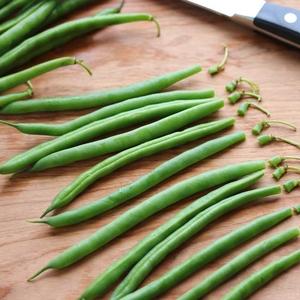 Blistered-Green-Beans-Trimming-Beans