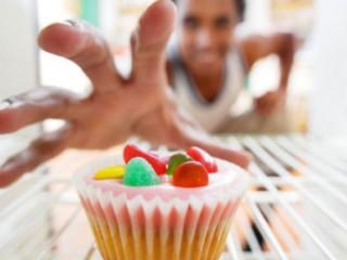 چرا هوس خوراکیهای شیرین میکنیم؟