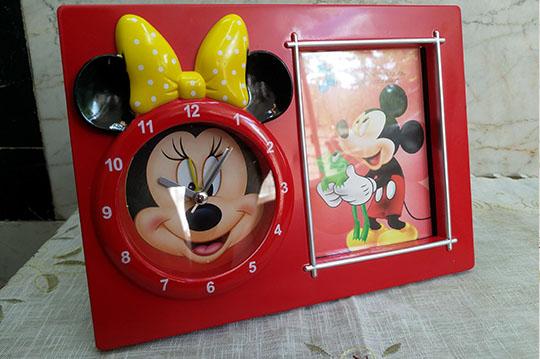 قاب عکس و ساعت رومیزی